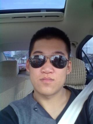 眼镜男生照片生活照
