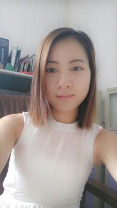 服装设计师张萱