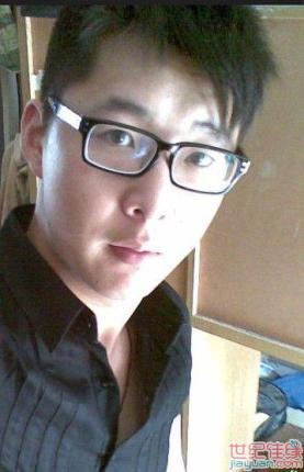 成熟眼镜男人生活照